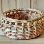 комбинированные плетеные изделия,сухарница, лоза и деревянные шары, комбинированное плетение