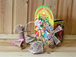 плетёные ёлочные игрушки,новогодние украшения